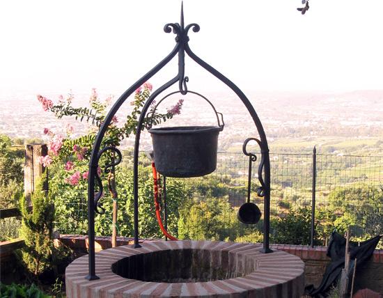 Pozzo forgiato ferro d 39 arte for Pozzi finti per giardino
