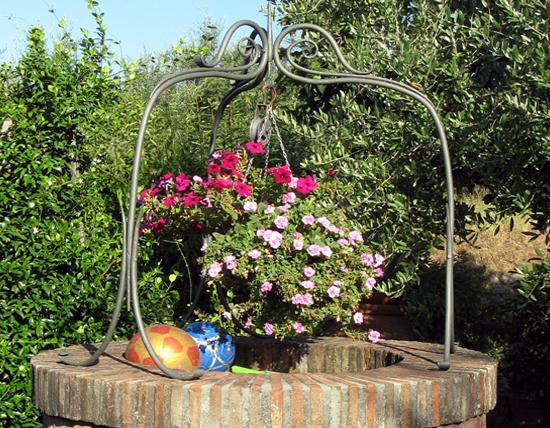 Galleria arredi per il giardino pozzi ferro d 39 arte for Pozzi finti per giardino