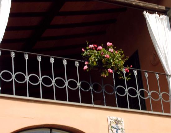 Inferriate di sicurezza in ferro battutoferro d 39 arte - Ringhiere da giardino ...