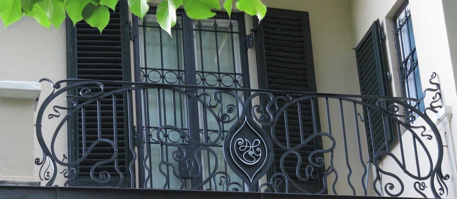 Fabbro artistico realizzazioni in ferro battuto lucca for Arredi da giardino dwg